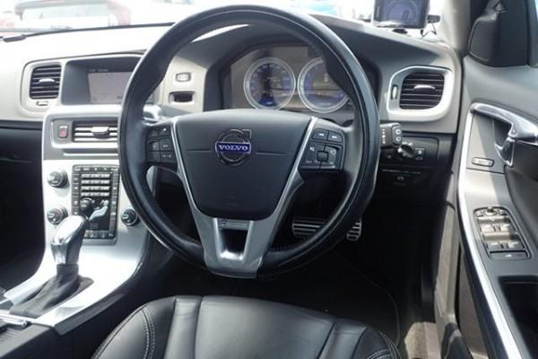 Volvo V60 T4 R-DESIG 2013