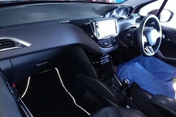 Peugeot 208 CIELO 2012