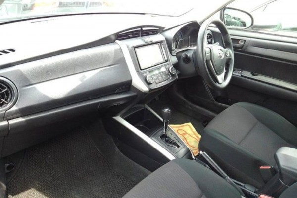Toyota Corolla Fielder 1.5 HYBRID 2015