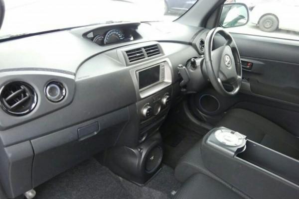 Toyota BB Z AERO 2011