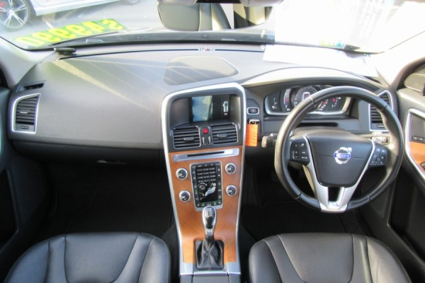 Volvo XC60 T6 T6 SE 3.0 2015