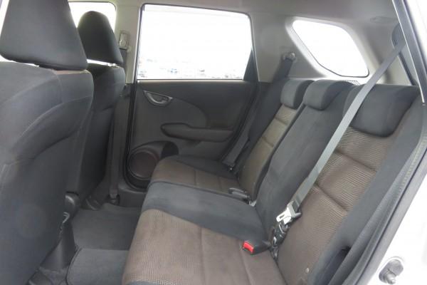 Honda Fit Shuttle   2013