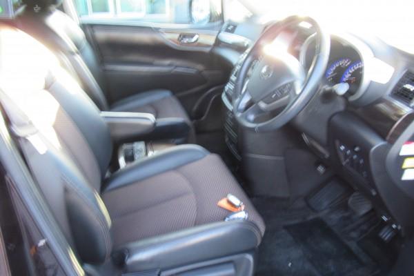 Nissan Elgrand 350 HIGHWA 2011