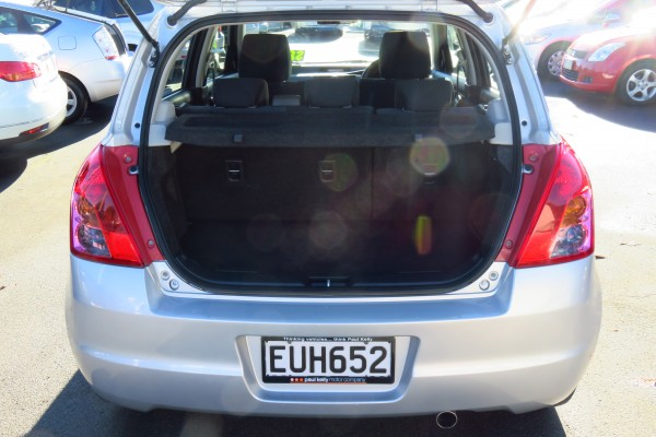 Suzuki Swift GLXH A2 2009