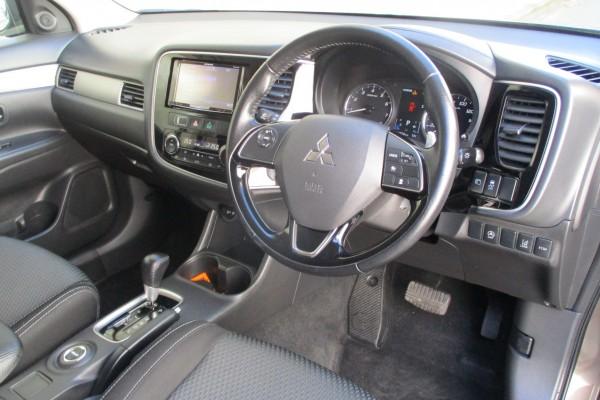 Mitsubishi Outlander 24G 4WD 2016