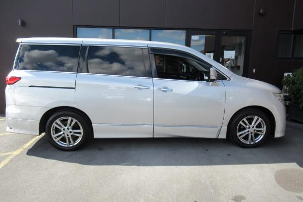 Nissan Elgrand HIGHWAY ST 2012