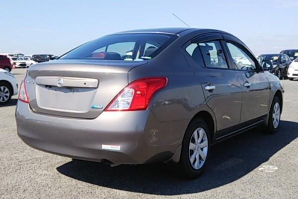 Nissan TIIDA 1.2G 2012