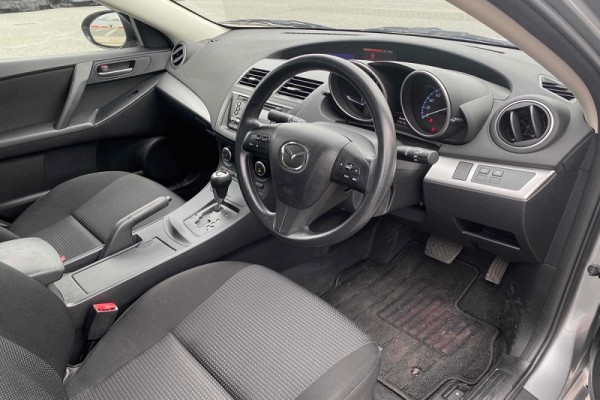 Mazda Axela 20C SKYAC 2013