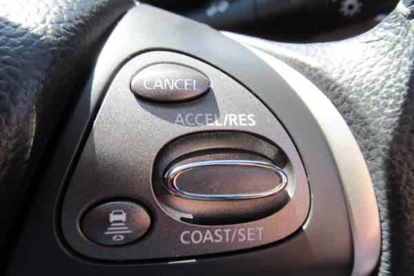 Nissan Fuga HYBRID 2011