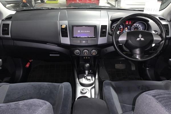 Mitsubishi Outlander 24G 4WD 2010