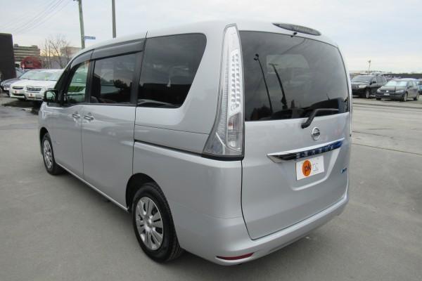 Nissan Serena 2.0X S-HYB 2014