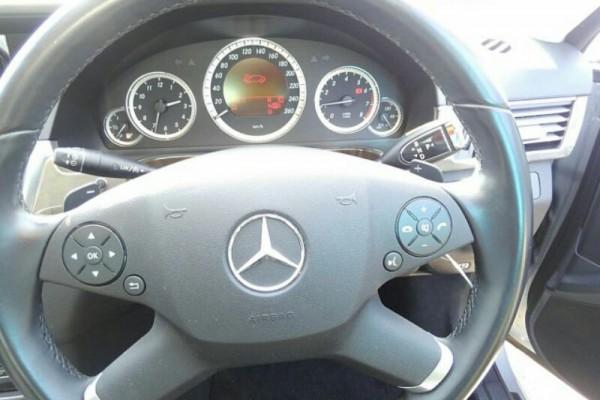 Mercedes-Benz E300  2009
