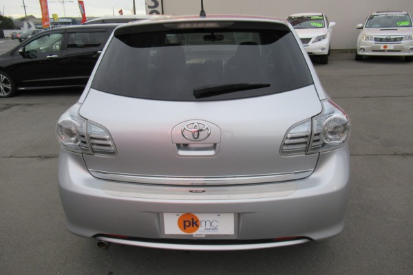Toyota Blade 24.S 2011