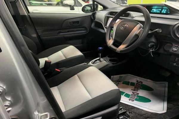 Toyota Aqua 1.5S HYBRI 2013