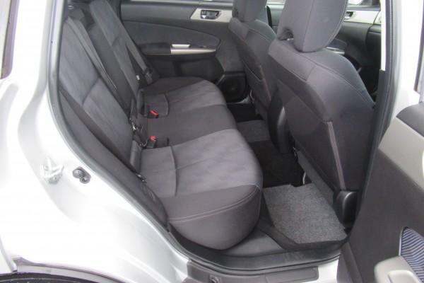 Subaru Forester 2.0X AWD 2010