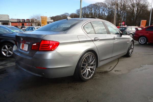 BMW 528i HIGHLINE 2010