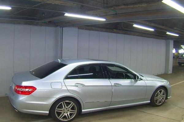 Mercedes-Benz E550 AVANTGARDE 2010