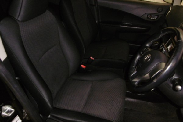 Toyota RACTIS 1.5G 2012