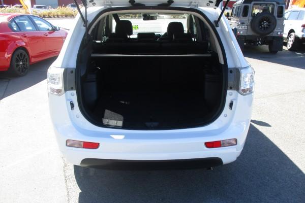 Mitsubishi Outlander PHEV G 4WD 2013