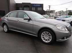 Mercedes-Benz E300 AVANTGARDE 2009