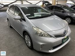 Toyota Prius ALPHA 1.8S 2011