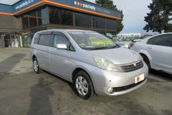 Toyota Isis 4WD 60TH A 2007